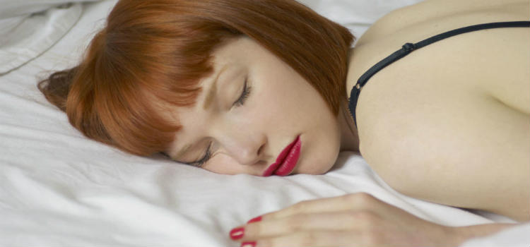 woman-sleeping-makeup-on-bed